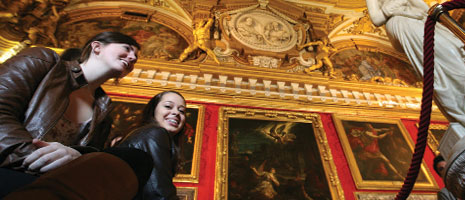 Students view European art - Pepperdine University