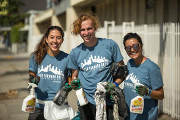 Students volunteering - Pepperdine University