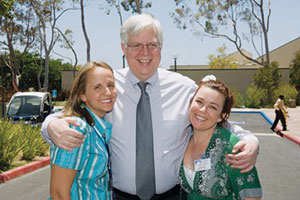 Dennis Prager and two students stand together - Pepperdine University